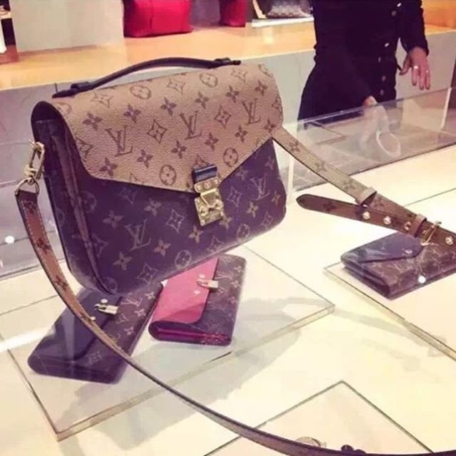 louis-vuitton-reversed-monogram-pochette-metis-bag-2