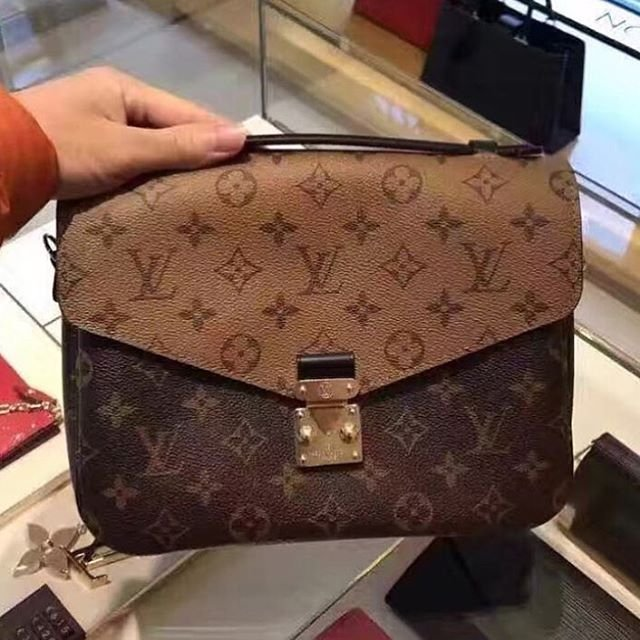louis-vuitton-reversed-monogram-pochette-metis-bag-3