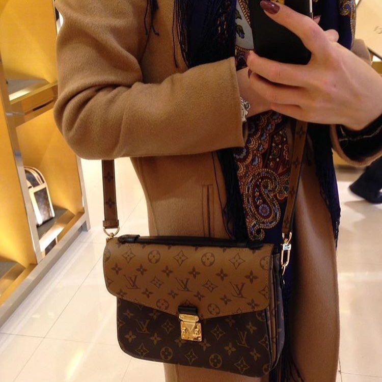louis-vuitton-reversed-monogram-pochette-metis-bag-4