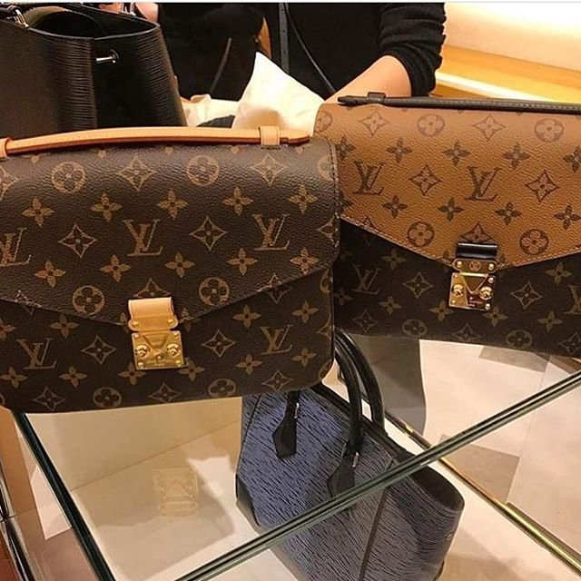 de1e24c62c4e Louis Vuitton Reversed Monogram Pochette Metis Bag