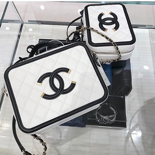 Chanel-CC-Filigree-Case-white