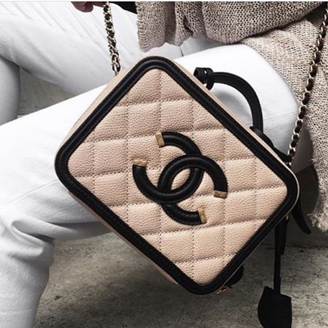 Chanel-CC-Filigree-Vanity-Case-Bag-Will-Return-For-Spring-Summer-2017-Act-1-2