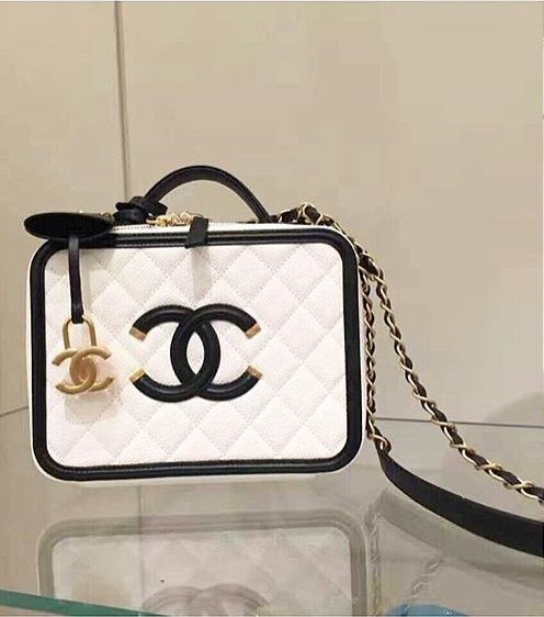 Chanel-CC-Filigree-Vanity-Case-Bag-Will-Return-For-Spring-Summer-2017-Act-1-4