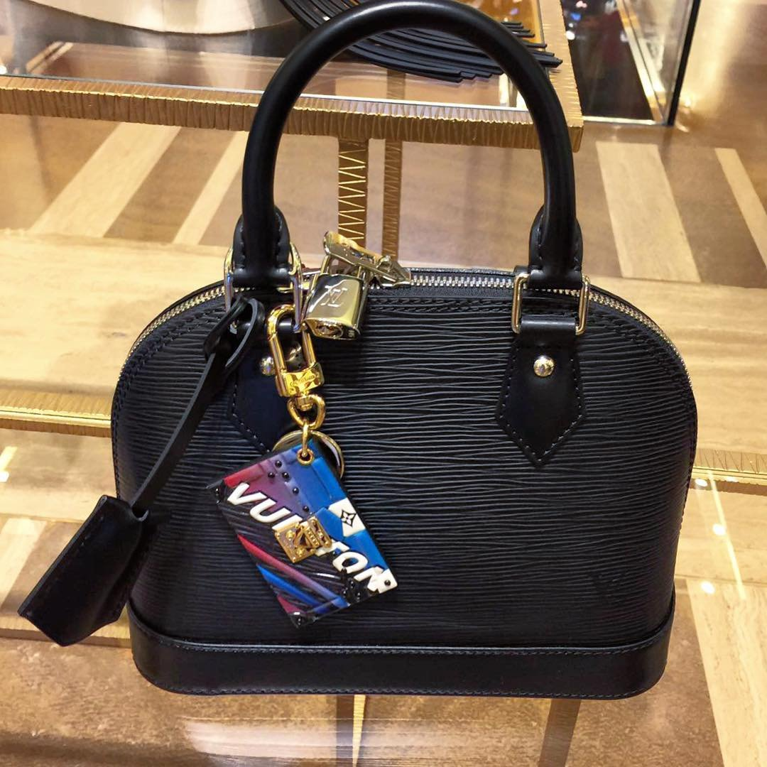 louis-vuitton-race-charm