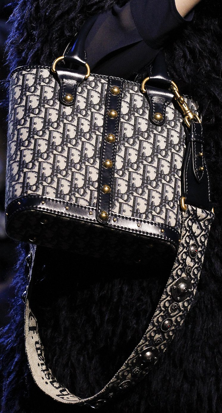 Dior-Fall-Winter-2017-Runway-Bag-collection-6