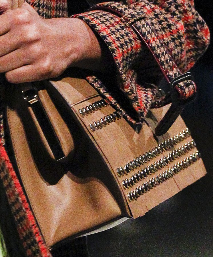 Prada-Fall-Winter-2017-Runway-Bag-collection-31