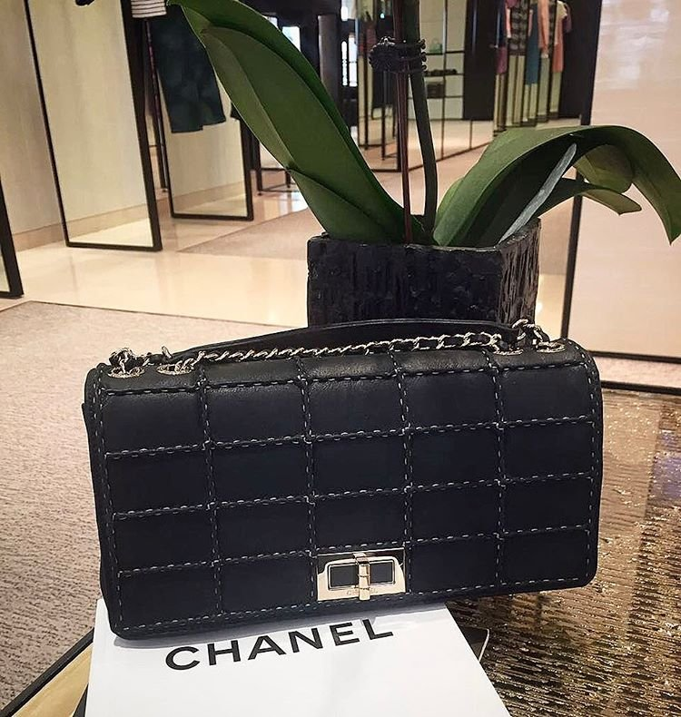 Chanel-Reissue-2.55-Flat-Quilted-Bag