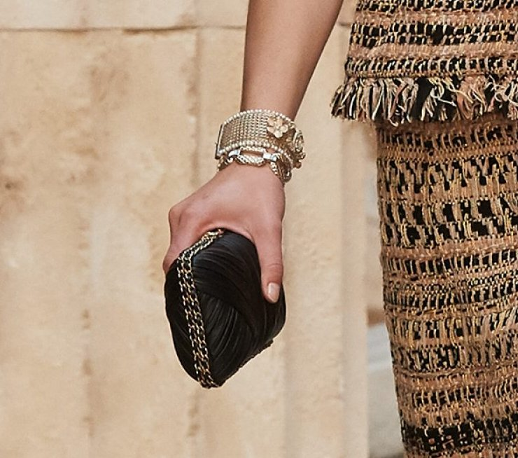 Chanel-Cruise-2018-Runway-Bag-Collection-1-17