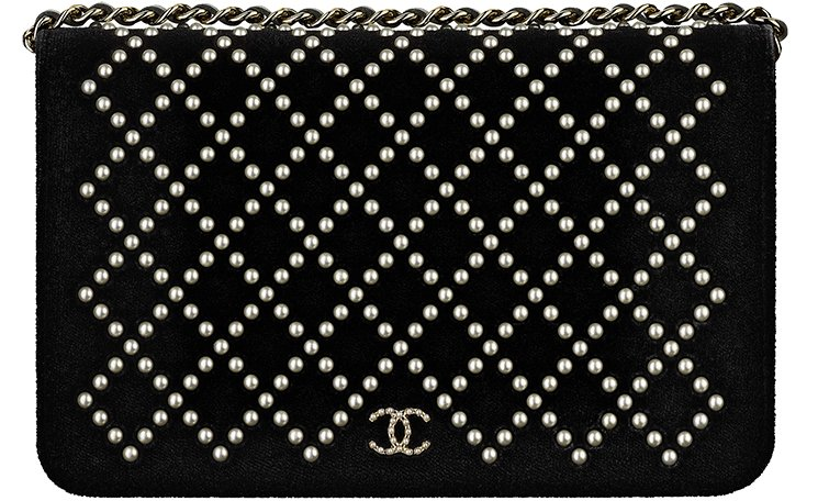 Chanel-Pearl-Quilted-WOC