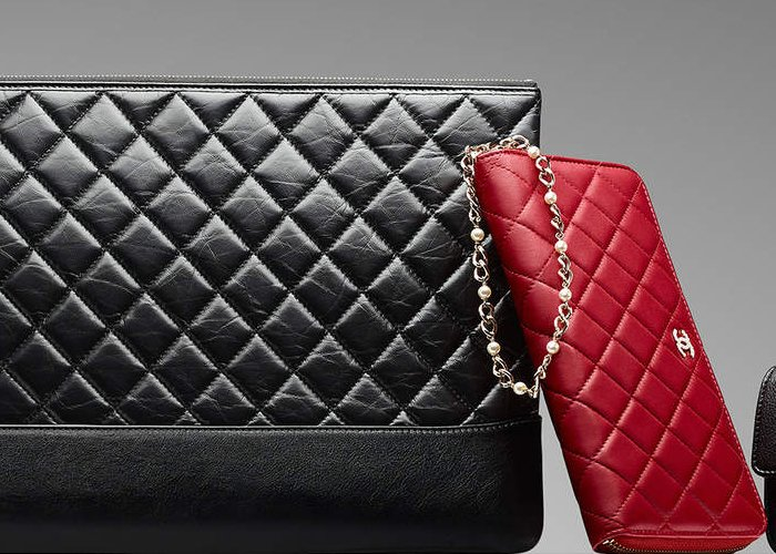 Chanel-Pearl-Wallet-On-Chain-red