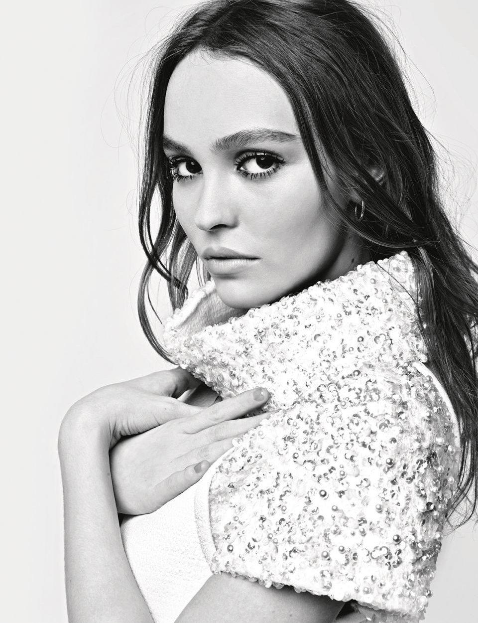 Chanel-Fall-Winter-2017-Ad-Campaign-6