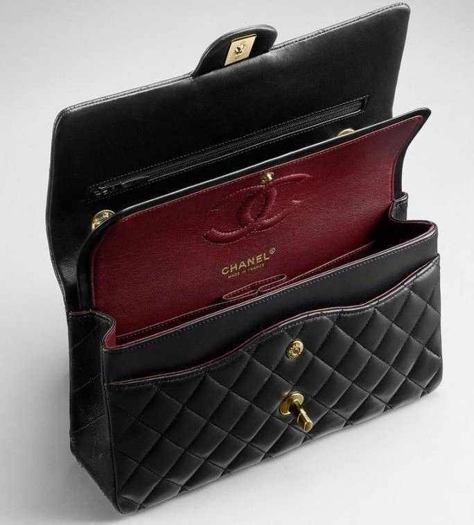 f9a7478b1a7b chanel-classic-flap-bag-interior-2