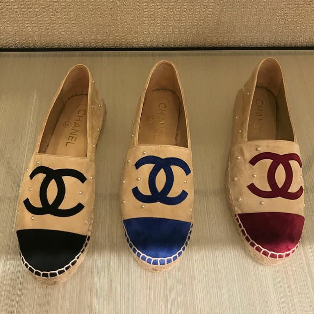 Chanel-CC-Espadrilles-with-Pearls-4