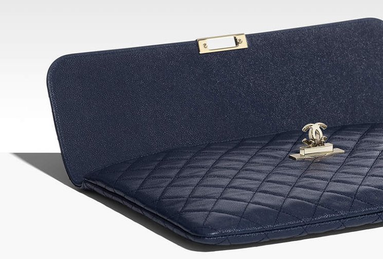 Chanel-Golden-Class-CC-O-Case-2