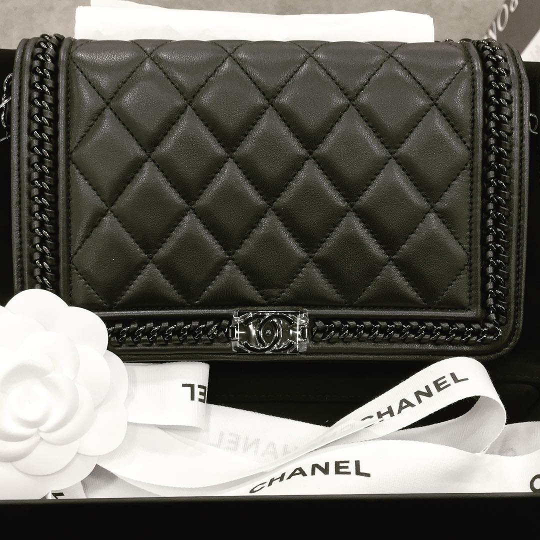Chanel-chain-boy-woc-all-black