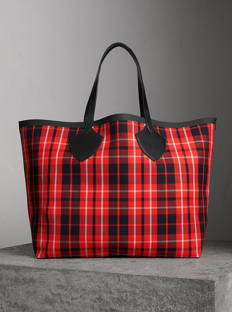 Burberry-Giant-Reversible-Bag-12