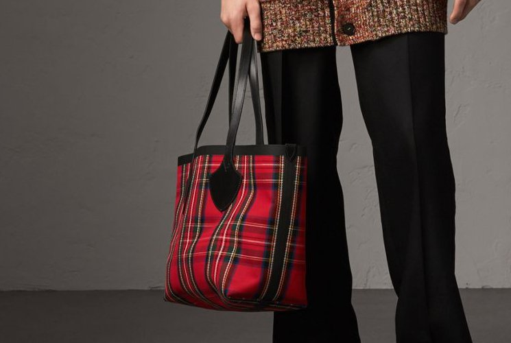 Burberry-Giant-Reversible-Bag-4