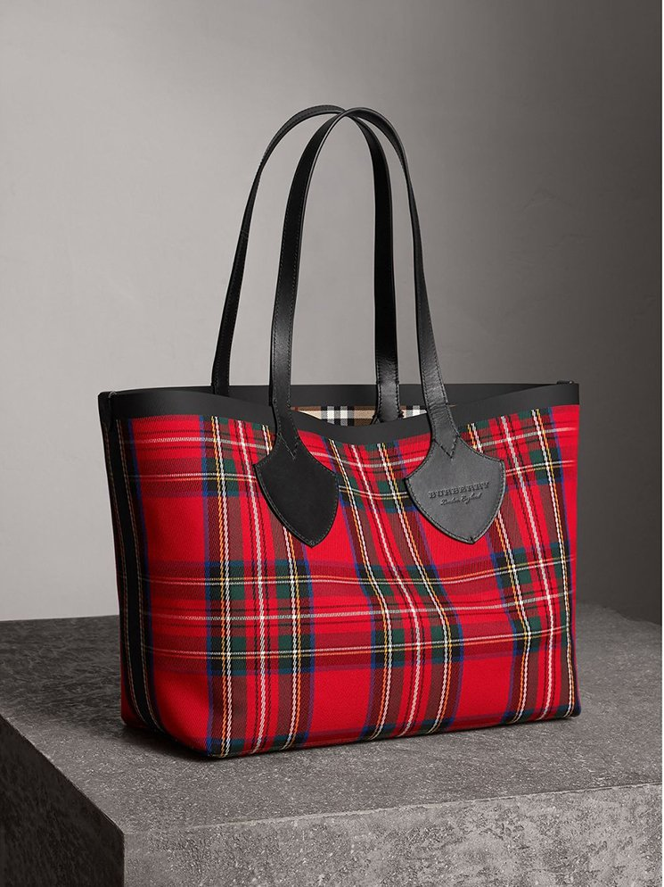 Burberry-Giant-Reversible-Bag-7