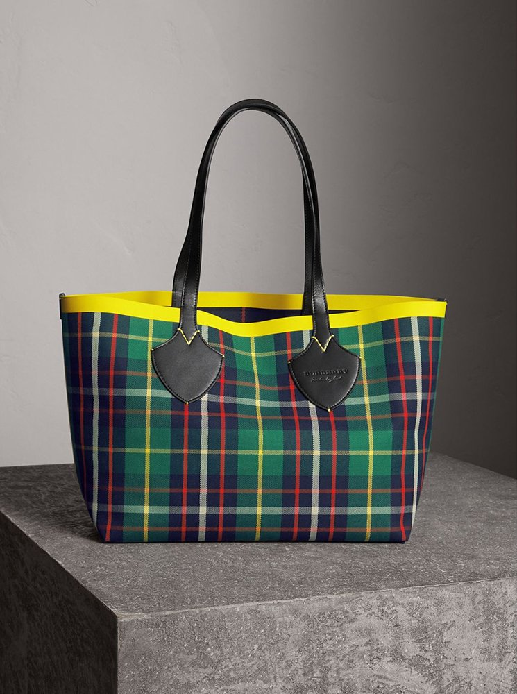 Burberry-Giant-Reversible-Bag-8