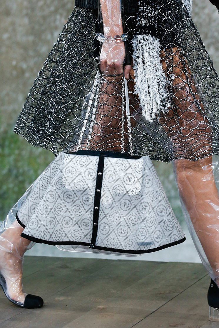 Chanel-Spring-Summer-2018-Runway-Bag-Collection-17
