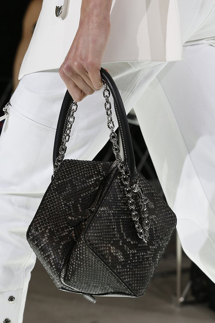 Louis-Vuitton-Spring-Summer-2018-Runway-Bag-Collection-4
