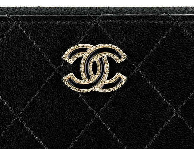 Chanel-Flat-Quilted-Clutch-with-Chain-4