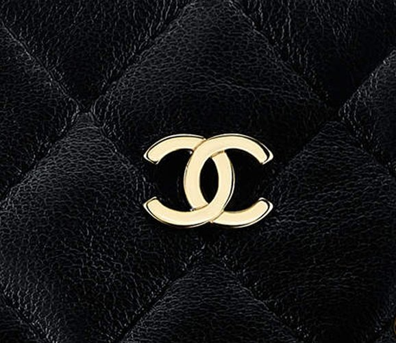Chanel-Large-Chain-Around-Clutch-With-Chain-4