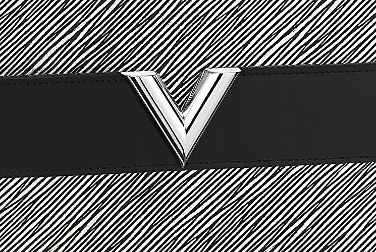 Louis-Vuitton-Pochette-Essential-V-3