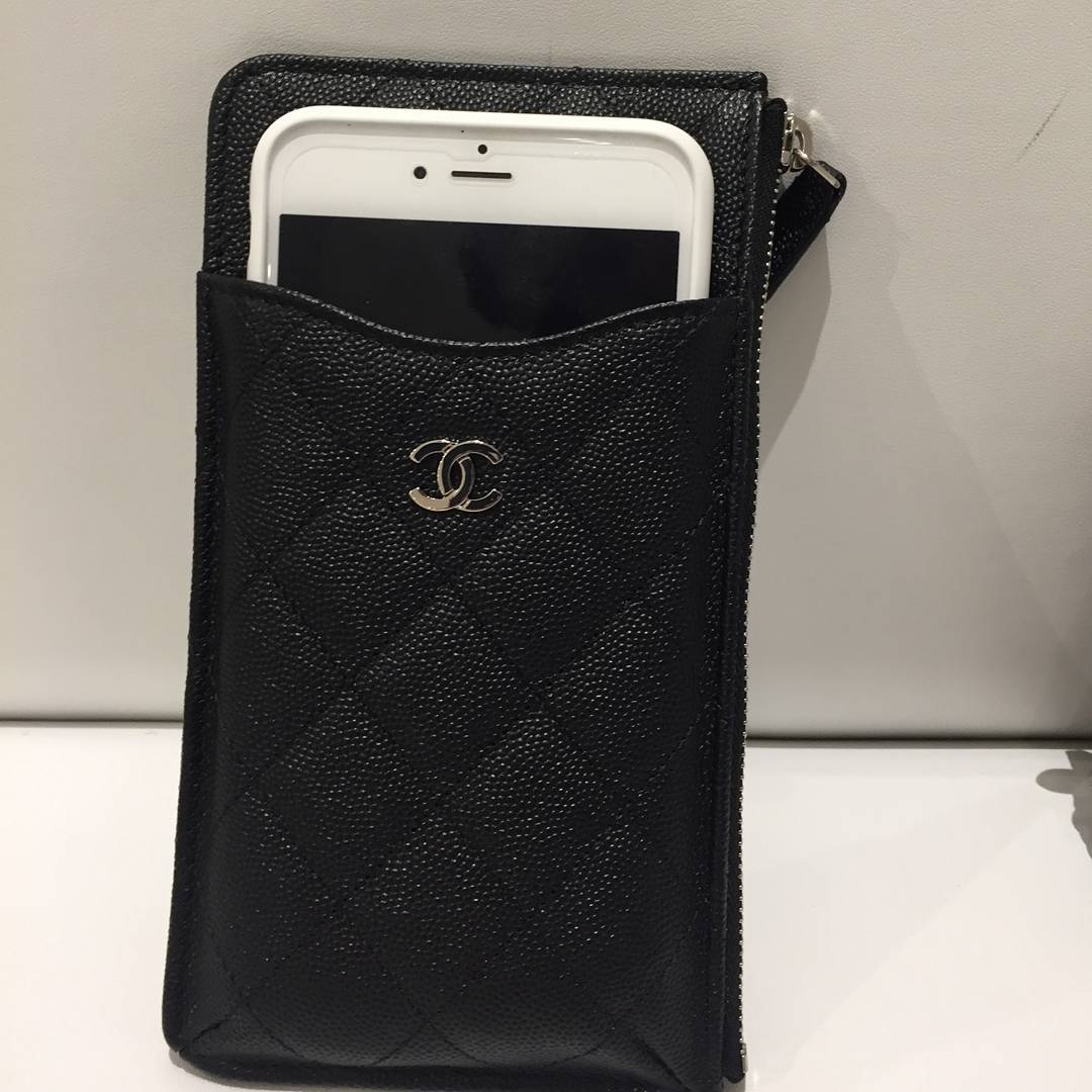 Chanel-Classic-Flat-Wallet-Pouches-3