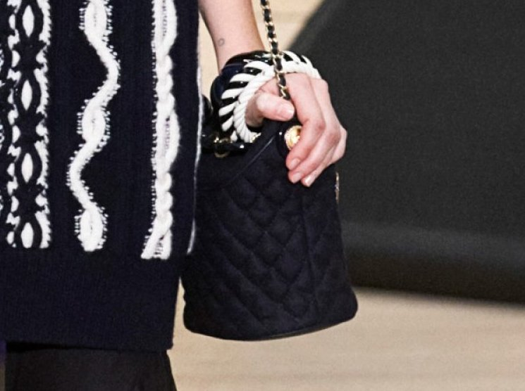Chanel-Metiers-D_Art-2018-Runway-Bag-Collection-15