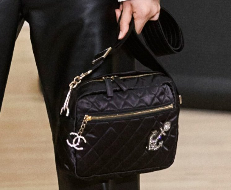 Chanel-Metiers-D_Art-2018-Runway-Bag-Collection-35