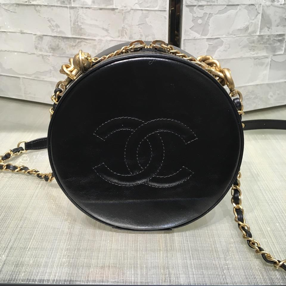 Chanel-Round-As-Earth-Bag