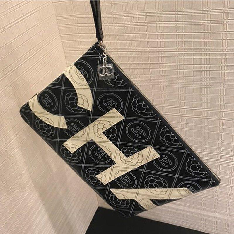 Chanel-Camellia-Logo-O-Case-3