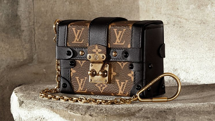 Louis-Vuitton-Essential-Trunk-Bag-6