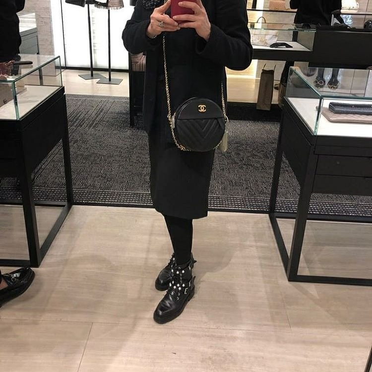 Chanel-Round-As-Earth-Chevron-Bag-2
