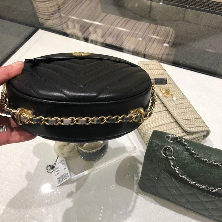 Chanel-Round-As-Earth-Chevron-Bag-4