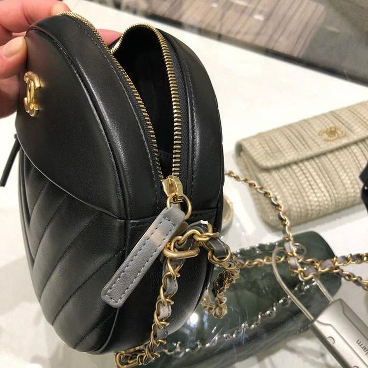 Chanel-Round-As-Earth-Chevron-Bag-7