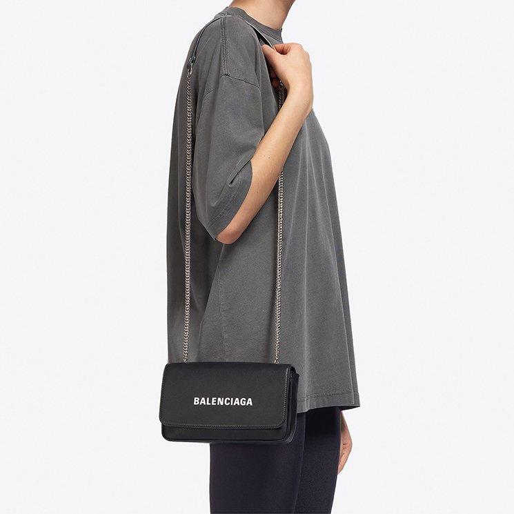 Balenciaga-Everyday-Chain-Wallet-Bag-5