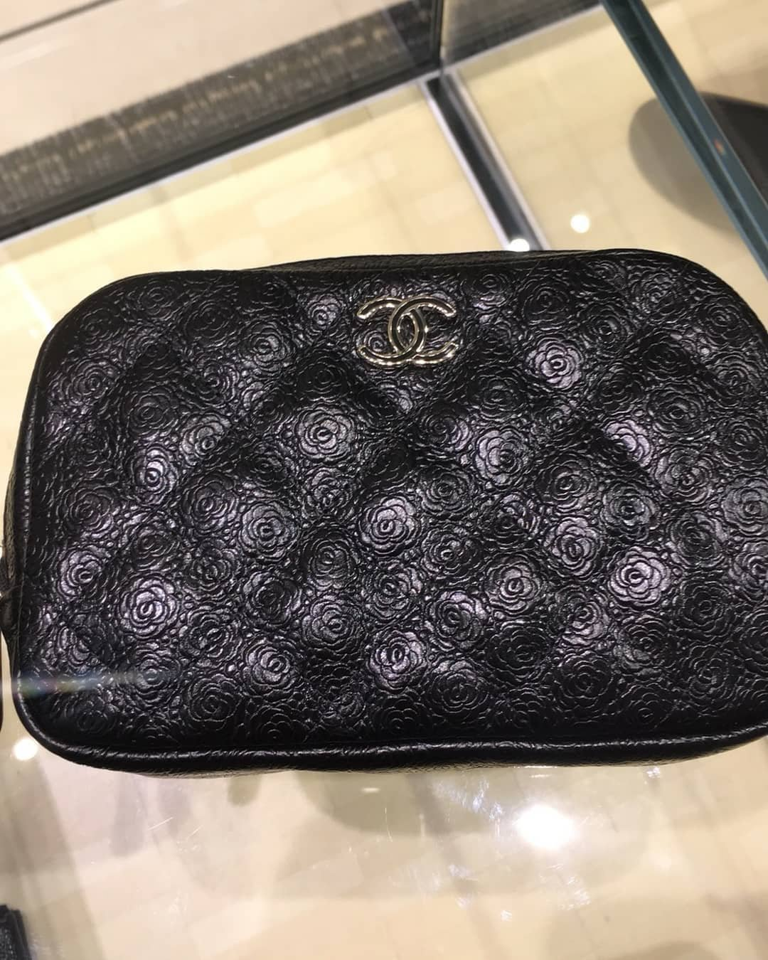 Chanel-Camellia-Quilted-Enamel-CC-Case-5