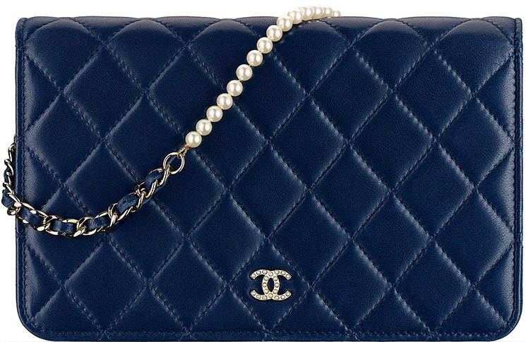 c2194468c137 Chanel Pearl Clutch With Chain vs Pearl Wallet On Chain