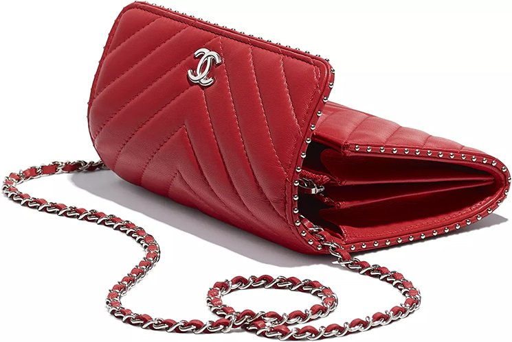 Chanel-Side-Studded-Clutch-With-Chain-3