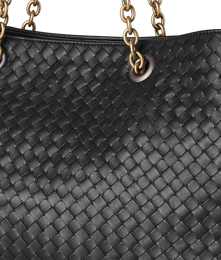 9f15feb14879 This timeless Bottega Veneta Tote focuses on the Intrecciato Nappa