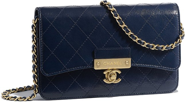 99a2fc57f508 For the Fall Winter 2018 Collection Act 1, we noticed a new wallet on chain  bag that looks a lot like the Chanel Golden Class CC WOC.