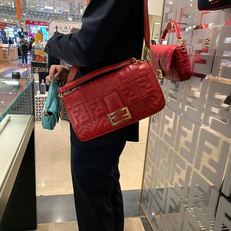 How Big Of A Bag Is The Fendi Baguette Large Bag