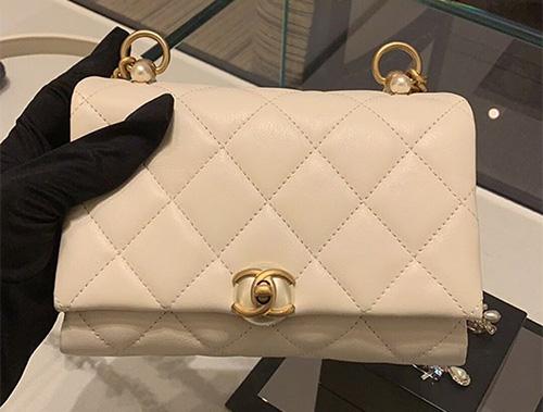 Chanel Pearl CC Clasp Bag thumb